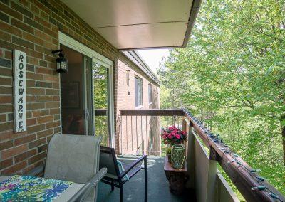 Muskoka Bass Rock Apartment-spacious balcony