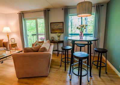 Muskoka Bass Rock Apartment-hardwood floors