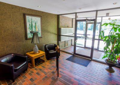 Muskoka Bass Rock Apartment-clean front entrance