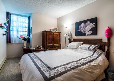 Blake Street Apartment-queen bedroom