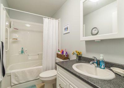 Perth Apt-big new bathroom