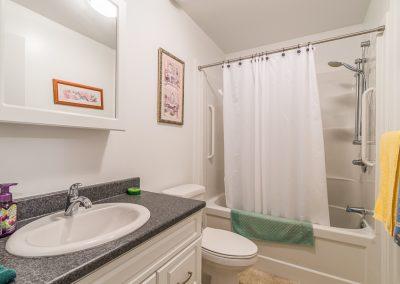 Perth Apt-big bathroom