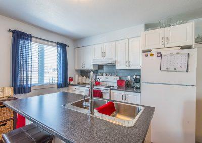 Perth Apt-big bright kitchen with island