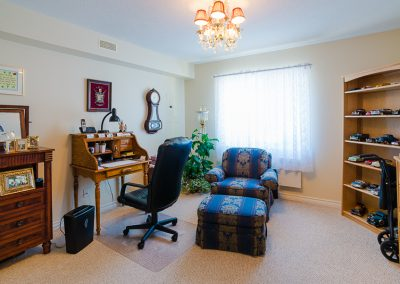 Red Oaks Apartments-living room