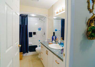 Red Oaks Apartments-bath