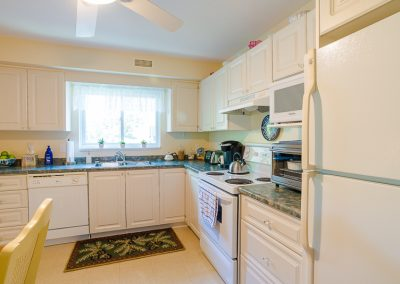 Red Oaks Apartments-open kitchen 2