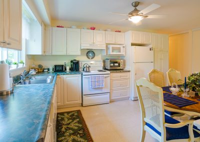 Red Oaks Apartments-open kitchen 3
