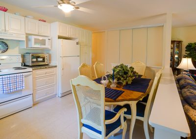 Red Oaks Apartments-open kitchen 4