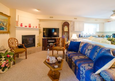 Red Oaks Apartments-spacious living room
