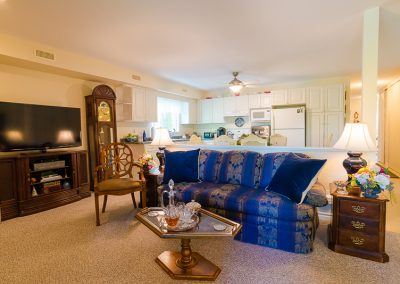 Red Oaks Apartments-family room