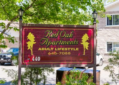 Red Oaks Apartments-sign 2